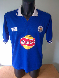 Leicester City Walkers Crisps Sponsored Football Soccer Shirt